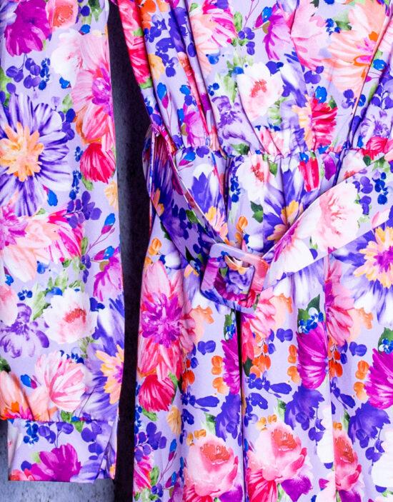 Abito floreale, rosa, fucsia e viola a maniche lunghe con elastico in vita e cintura